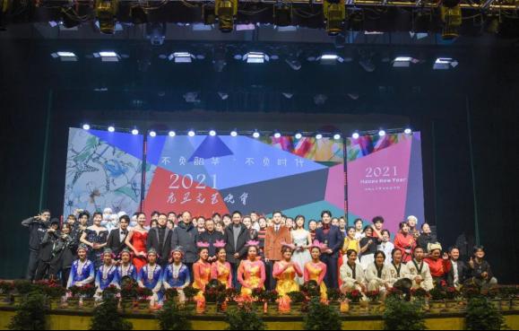 万博官方manbetx网页版:绚丽大舞台演绎精彩中国故事,00后大学生乐享思政教育